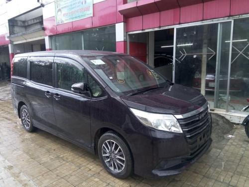 Toyota Noah XL PKG 2014