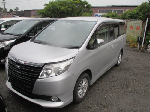 Toyota Noah 2014 Silver Color