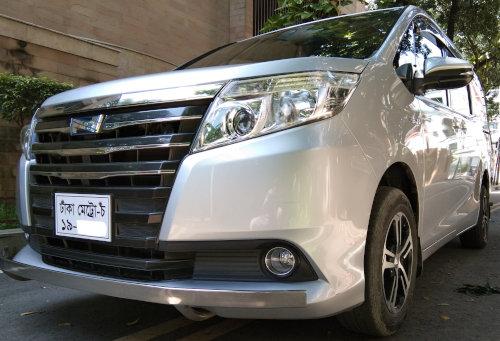 Toyota Noah Hybrid XL PKG 2014 Silver Color